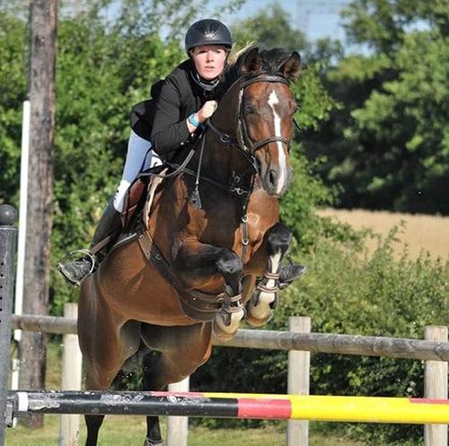 portrait-charlotte-pantos-equitation